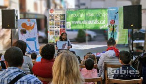 sonorizar Actividades de Sant Jordi: cuentacuentos, recitales de poesía, presentación de libros, obras de teatro-sonoritzar activitats de St. Jordi: contacontes, recitals de poesia, presentació de llibres, teatre al carrer